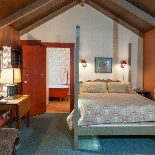 Garden-Cottage-bed